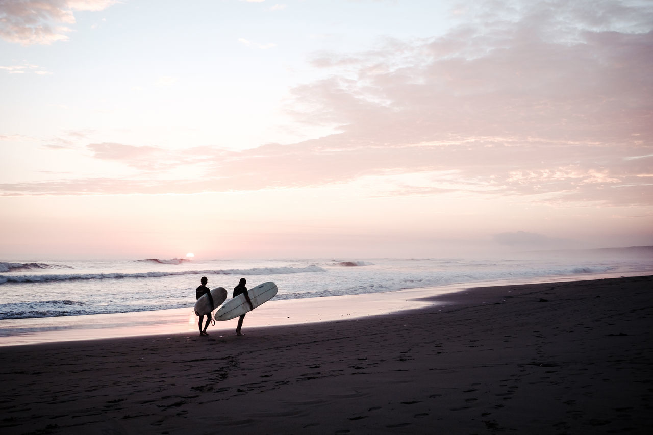The end of a beautiful day Beach Beauty In Nature Bonding Cloud - Sky Horizon Over Water Lifestyles Men Nature Outdoors Real People Sand Scenics Sea Shore Sky Standing Sunset Surf Togetherness Tranquility Two People Vacations Walking Water Wave