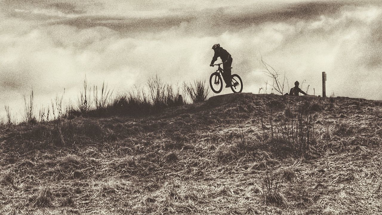Arty shot 🤘 Bicycle Extreme Sports Outdoors Riding Leisure Activity Stunt Cycling Mountain Bike MTB ADVENTURE Enduromtb Mtblife MTB Biking Downhill/ Freeride Airtime Mtbpassion Action Shot