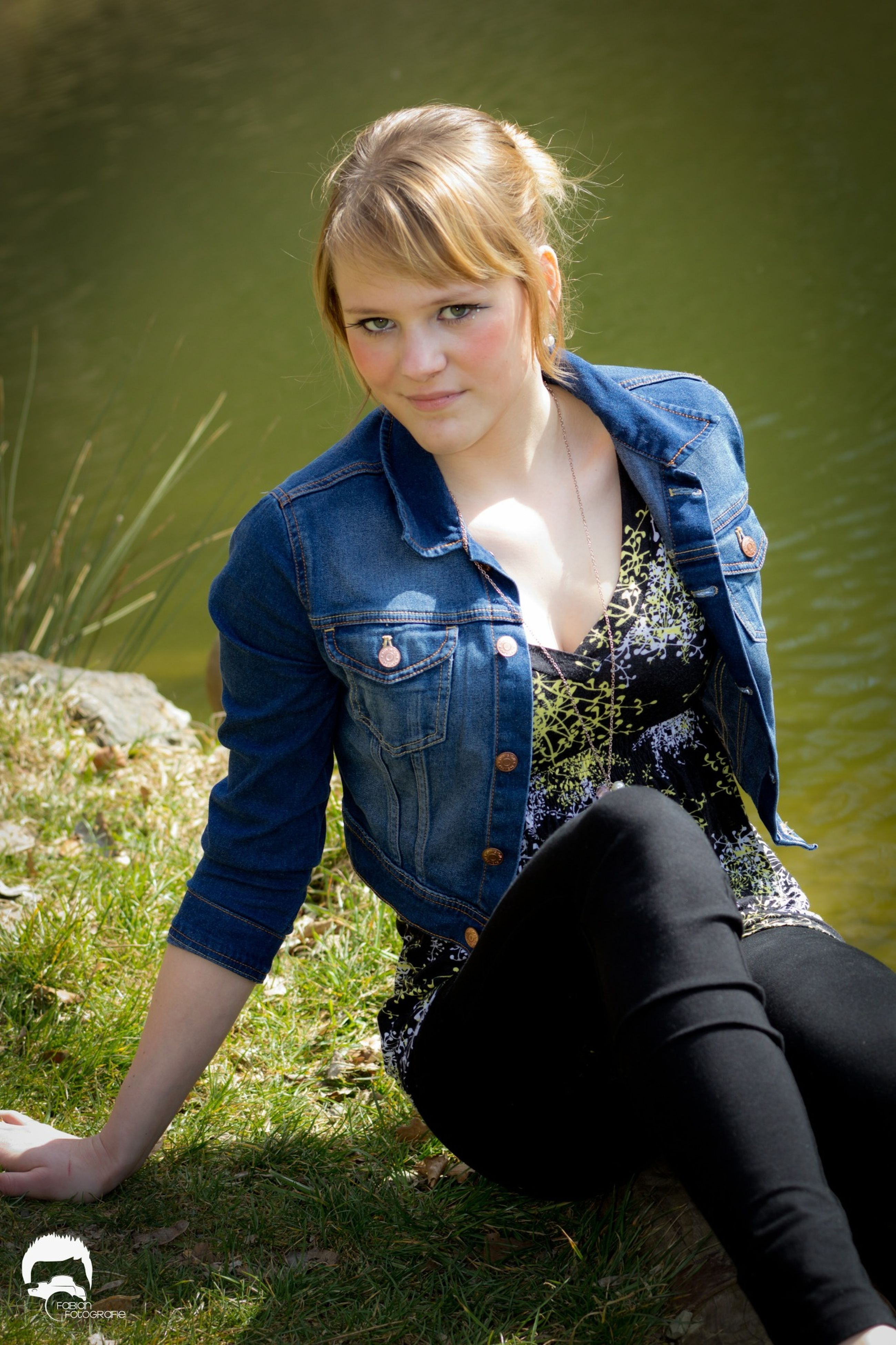 person, lifestyles, casual clothing, leisure activity, young adult, portrait, three quarter length, looking at camera, sitting, water, smiling, standing, front view, lake, happiness, young women, outdoors, full length