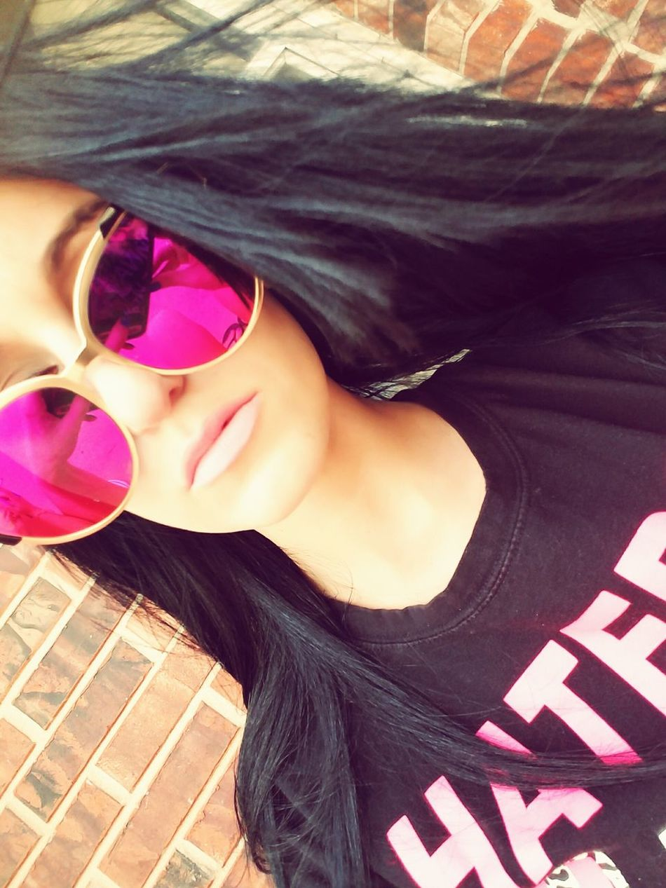 Art Is Everywhere Sunglasses Selfienation LoveYourself Phtotography IWILLBEAMODELONEDAY Happiness Sharemyphoto Pink Color One Person Outdoors Love To Take Photos ❤ Kindness Inspiringwords Spring Photography Photography