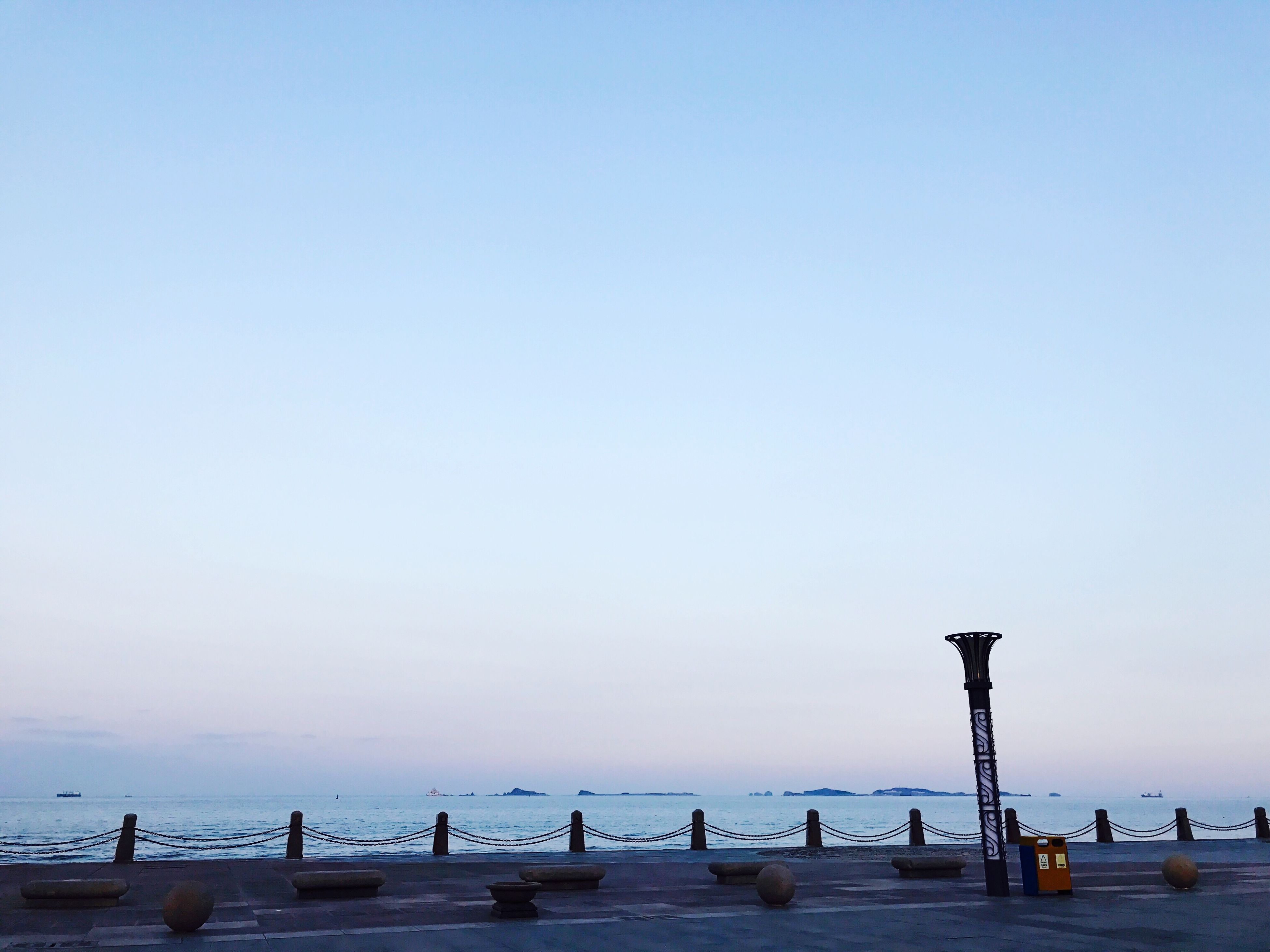 sea, water, nature, sky, outdoors, real people, beauty in nature, scenics, beach, large group of people, horizon over water, day, men, people