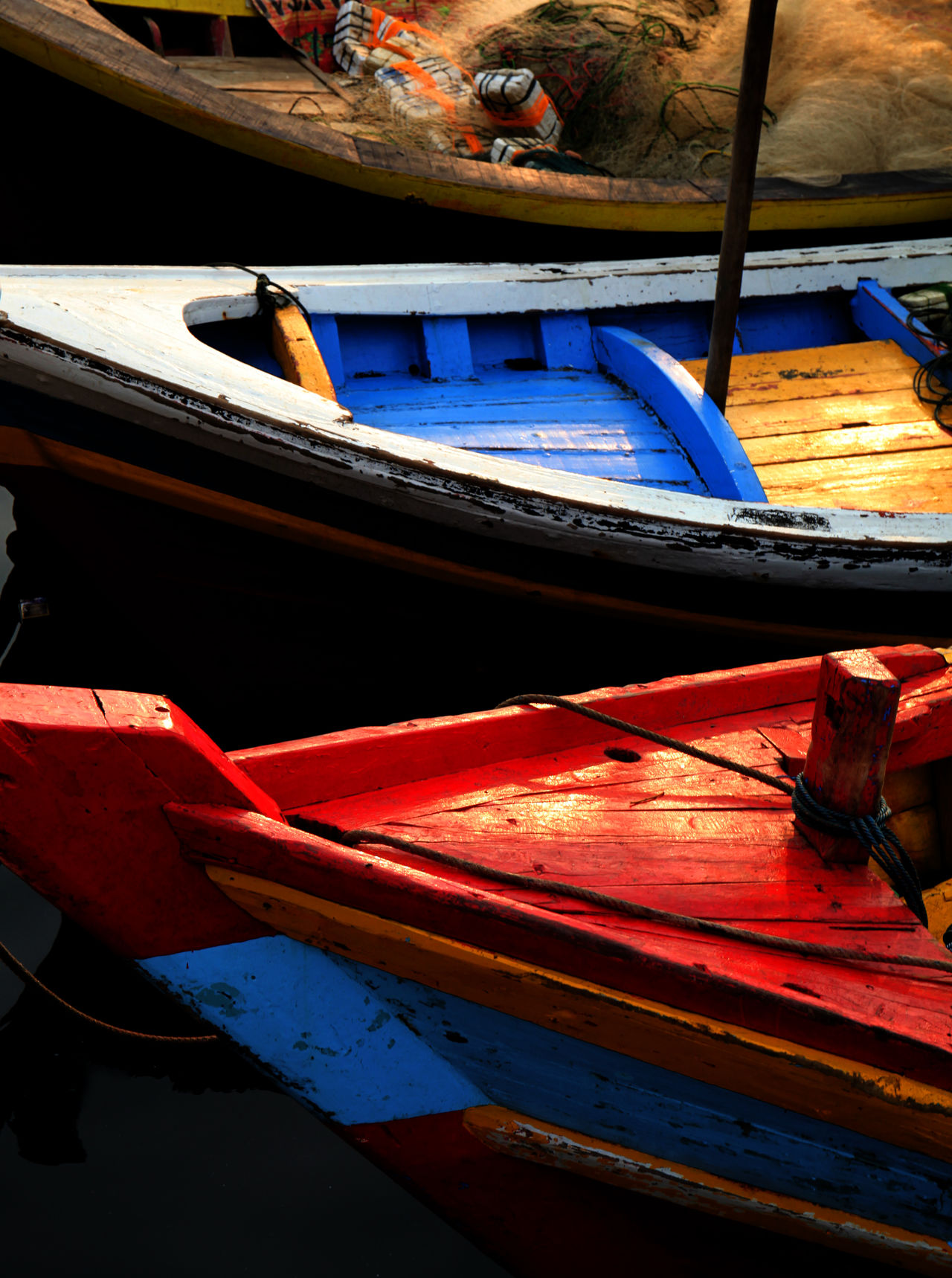 Raw Boat Boat Day Fishing Boat Gondola - Traditional Boat Mode Of Transport Moored Nautical Vessel No People Outdoors Parking Red Rowboat Still Life Transportation Vertical Water