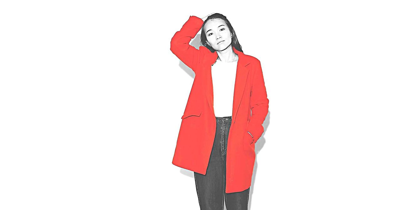 Photography Photo Red ポートレート White Background Day Fashion