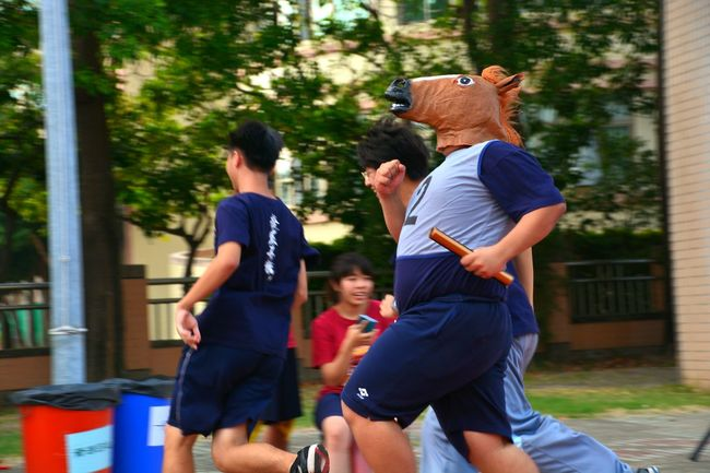 That's my classmate :D Horse Head Horse Team Relay Run Running Games