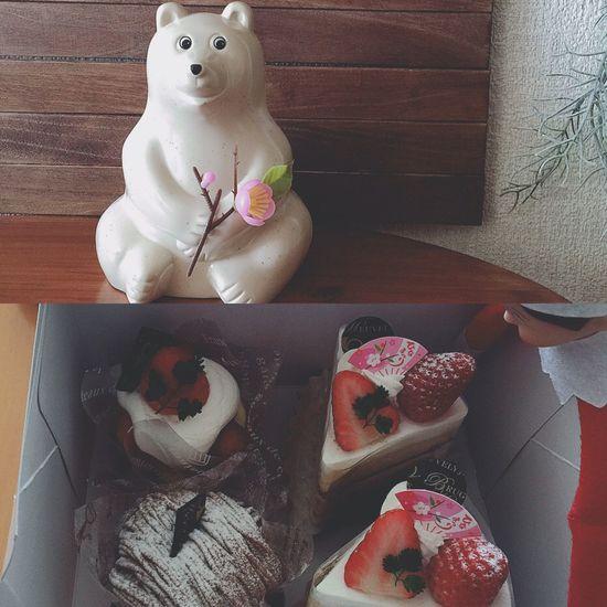\❀ඏൣපൣ❀/ ひなまつりの飾りは無いけれど、ひなまつりケーキを食べて、ささやかなひなまつりをしました❀ඏൣපൣ❀ すべての女の子に、しあわせを!۬৺۬♡ ひなまつり ひな祭り ひなまつりケーキ ケーキ Cake エルフオンザシェルフ Elfontheshelf コーヒー牛乳 しろくま貯金箱 北欧雑貨 ぬい撮り ぬいどり いちご 苺 モンブラン