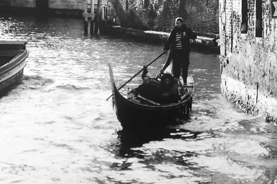 Nautical Vessel Canal Gondolier Gondola - Traditional Boat Transportation One Person Real People Water Oar Men Mode Of Transport Outdoors Full Length Day Standing Rowing Waterfront One Man Only Nature Adult Venice