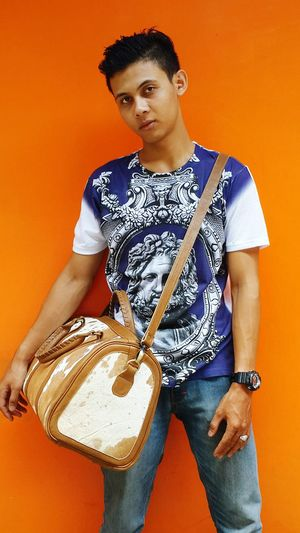 Valee speddy travel bag (instagram : valeeleathers, Check This Out Hello World Taking Photos Leatherbag Fashionstyle Fashionable Leathercraft Model Well Turned Out Bag Menfashion Yogyakarta, Indonesia Handmade Traveling
