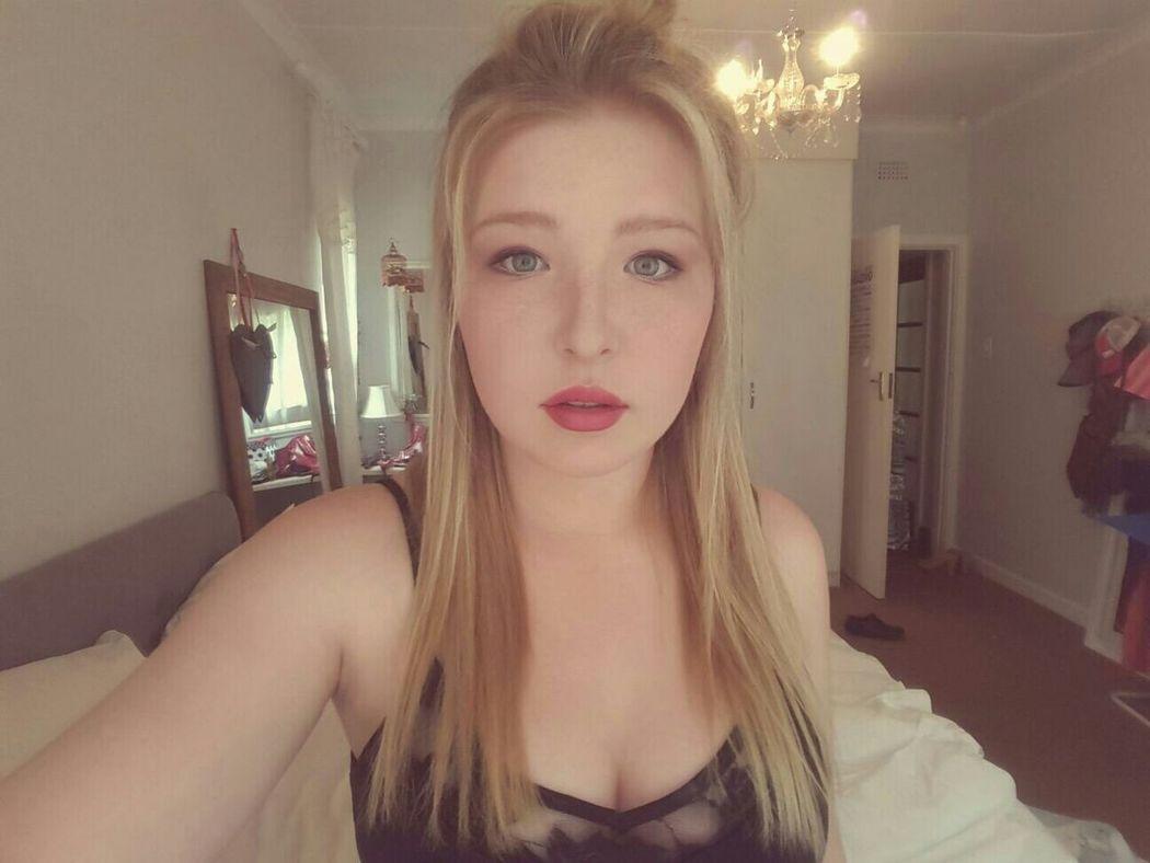Hello World 👸 Self Portrait Selfie Blonde Green Eyes Pale Hipster Indie South African