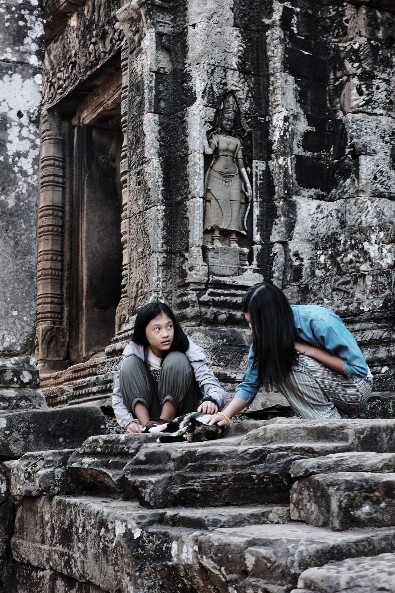 Two Two People Sisters Stones Cat Cat Lovers Temple Cambodia Angkor Girls Lookingup People Photography People Architecture Architecture_collection Sacred Places