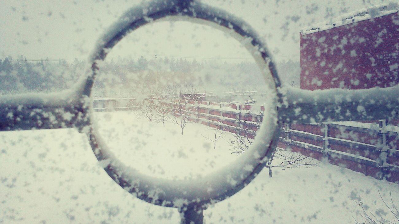 Лучшую шутку в этот день явно пошутила погода.Снег и метель 1апреля.Ппц)