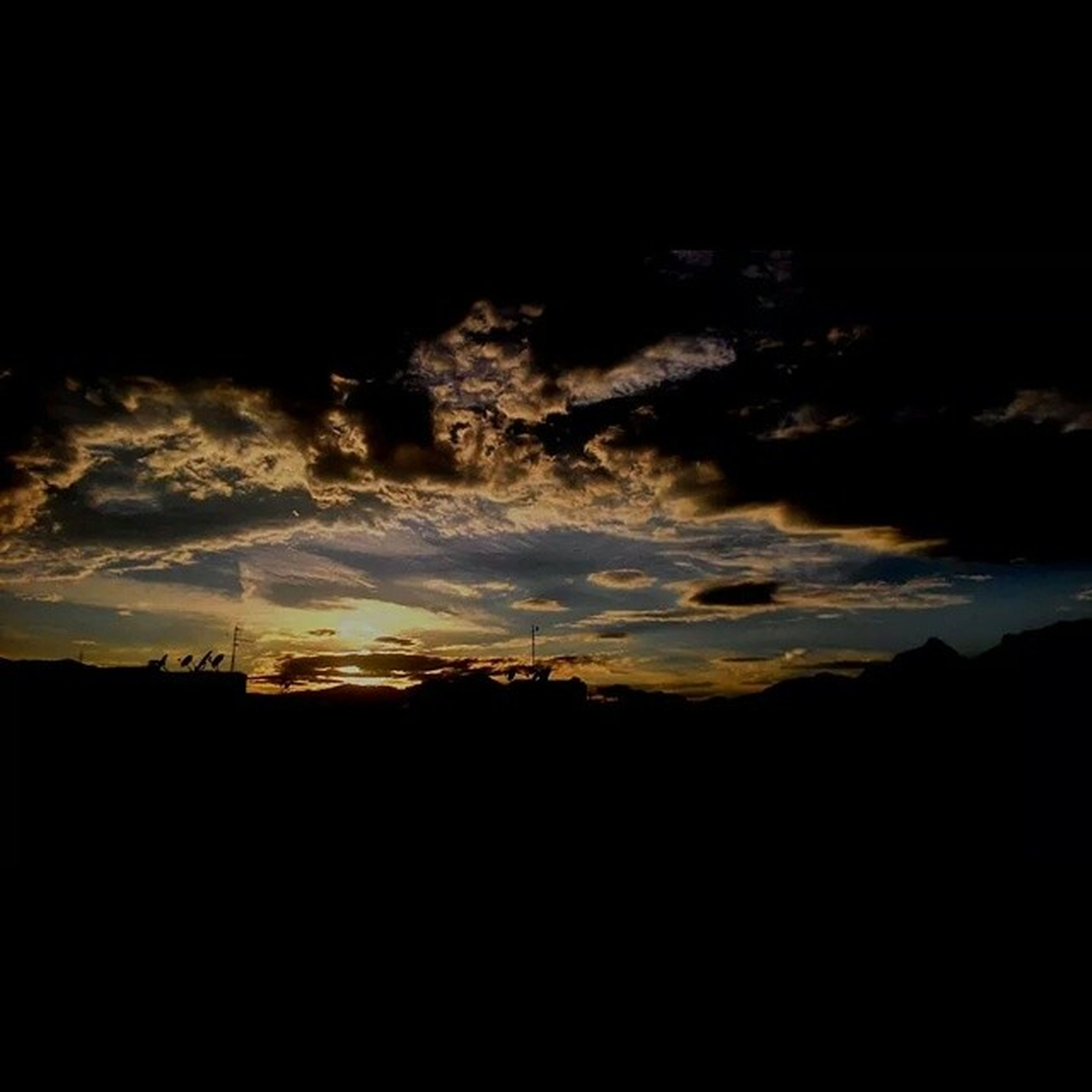 silhouette, sky, sunset, tranquil scene, scenics, tranquility, dark, beauty in nature, nature, landscape, idyllic, cloud - sky, dusk, outline, copy space, outdoors, cloud, night, low angle view, no people