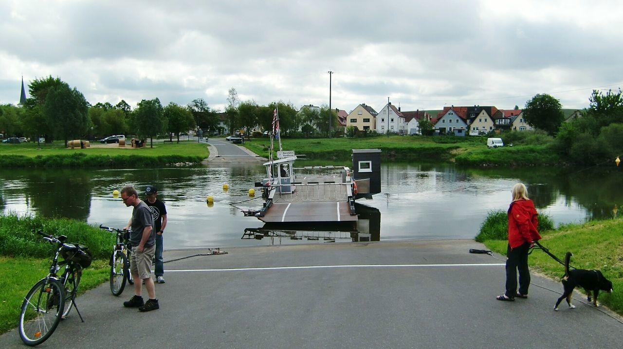 Warten auf die Fähre...... Nordheim Am Main Biketour Mainschleife River View Main Outdoors Bikeferry Ferry Bike