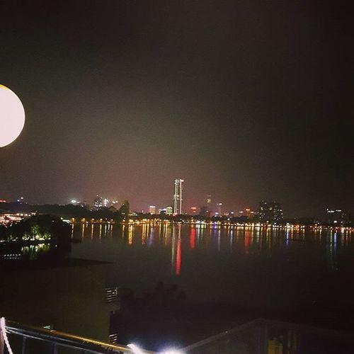 Bringing down the moon...☺ Westlake Hanoi Dailykebabhaus 5floor Haichungta Wind Moon Vietnam Lotte Nighttime Star Hotay
