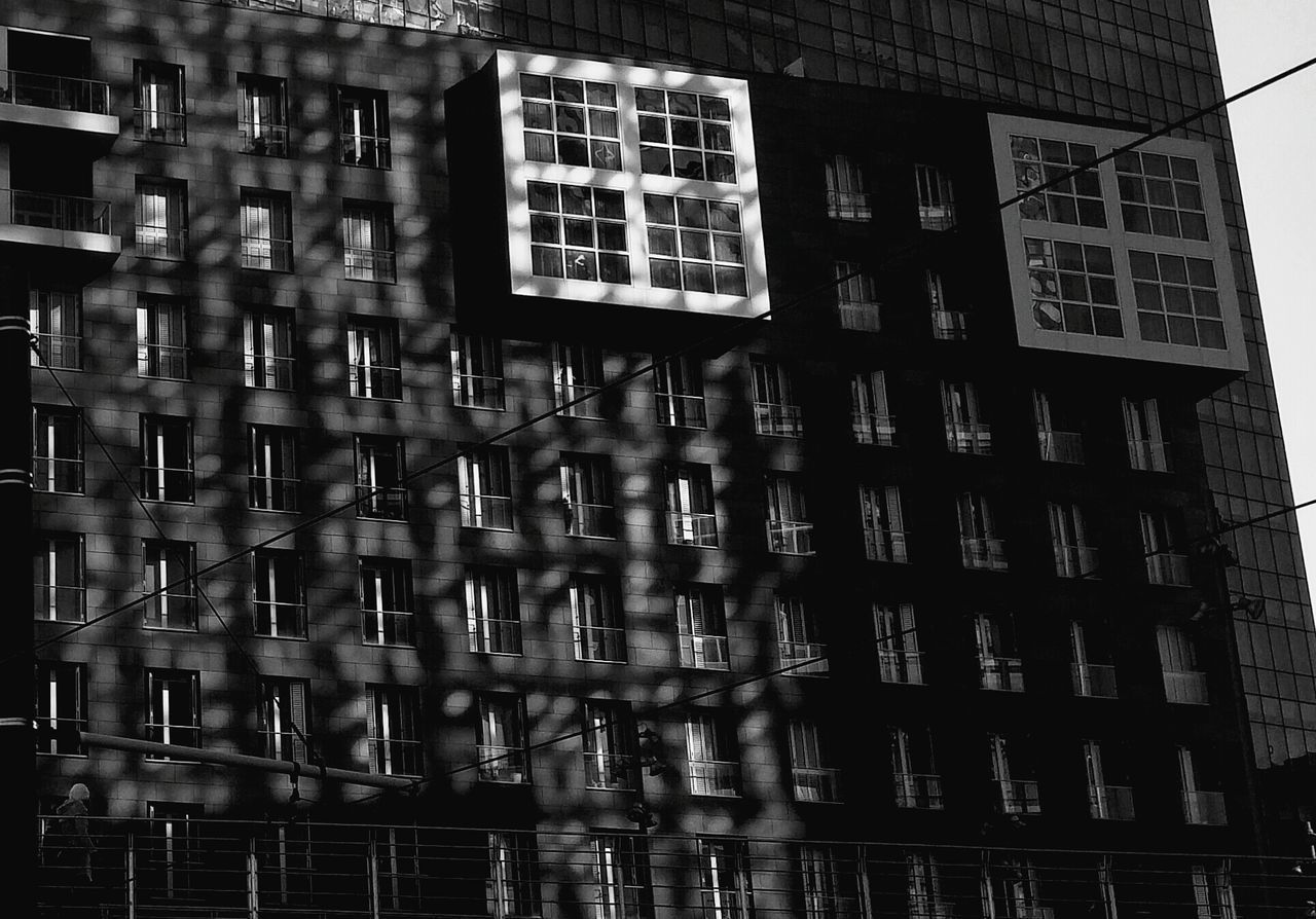 Window Building Exterior Architecture Built Structure Shadows & Lights Sun And Shade Lights And Shadows Adapted To The City Bilbao Shadow Sunlight Modern Architecture Glass Sun Rays Travel Windows