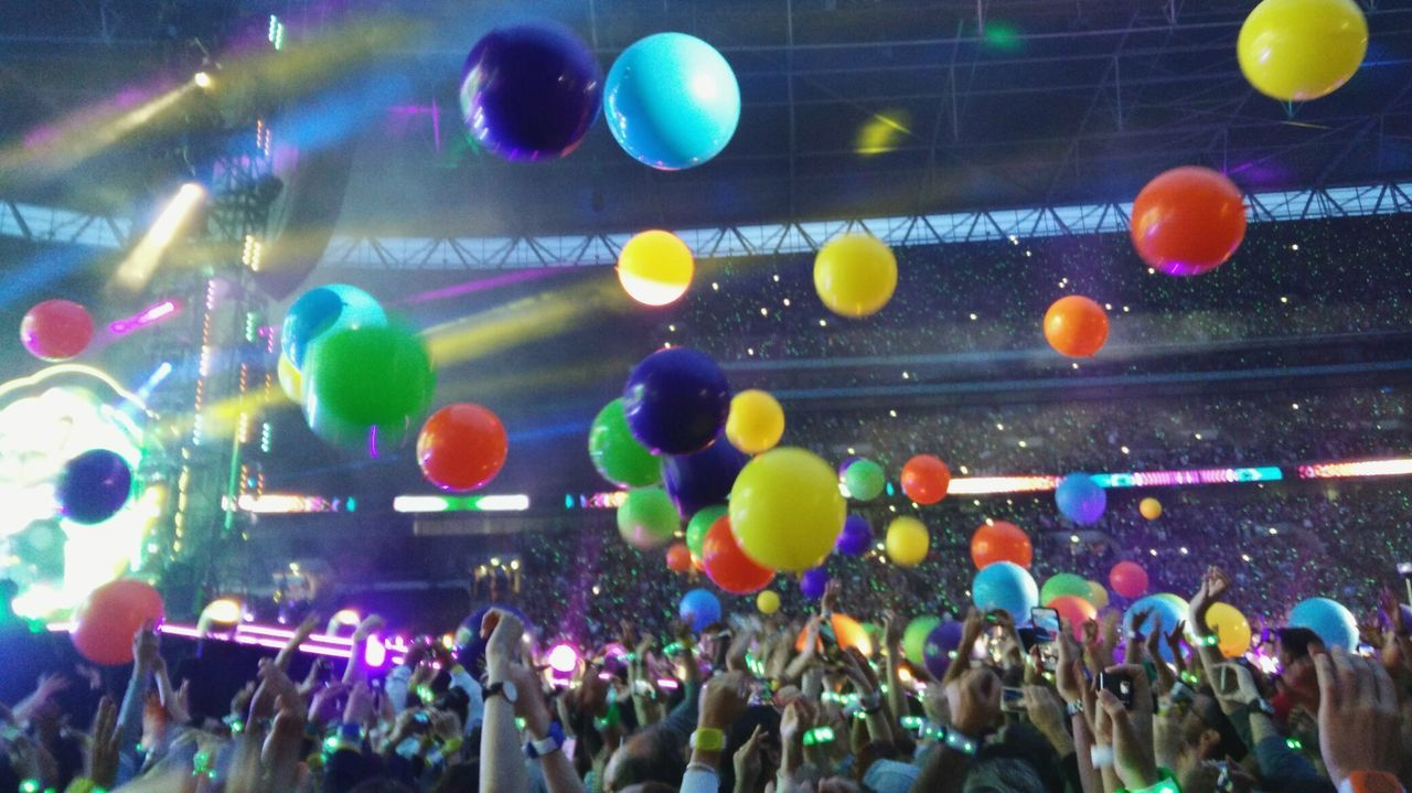 Coldplay, Wembley Arena (June 2016) Large Group Of People Crowd Music Nightlife Arts Culture And Entertainment Audience Fun Multi Colored Nightclub Popular Music Concert Music Festival Performance Event People Performing Arts Event Adults Only Adult Concert Photography Concert Wembley Stadium Coldplay Coldplay Concert