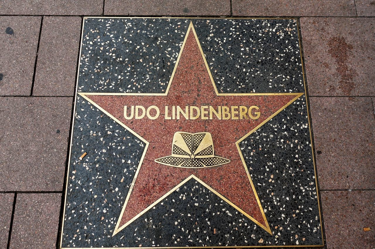 Udo Close-up Day Famos Person Guidance Hollywood Kiez No People Outdoors Reeperbahn  Road Sign Sculpture Stern Text Udo Lindenberg