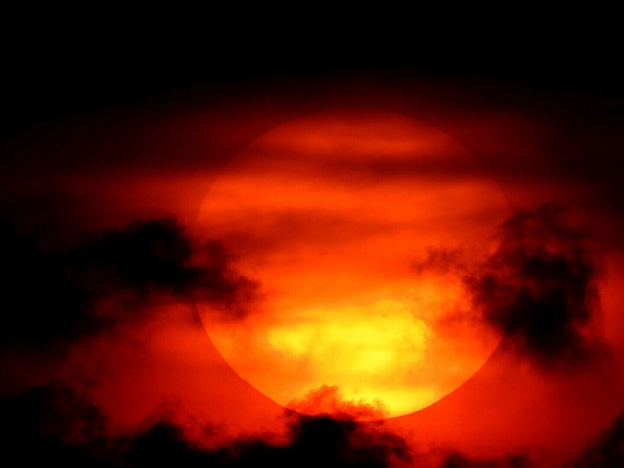 Orange Color Beauty In Nature Sky Red Nature Scenics Silhouette Sunset Cloud - Sky No People Tranquility Outdoors Night Power In Nature Astronomy Solar Eclipse Sun ☀ TelescopicZoom Nikonphotography Celestialbody Eveningshot Nikon Coolpix P900 Geography EyeEm Best Shot - Astronomy
