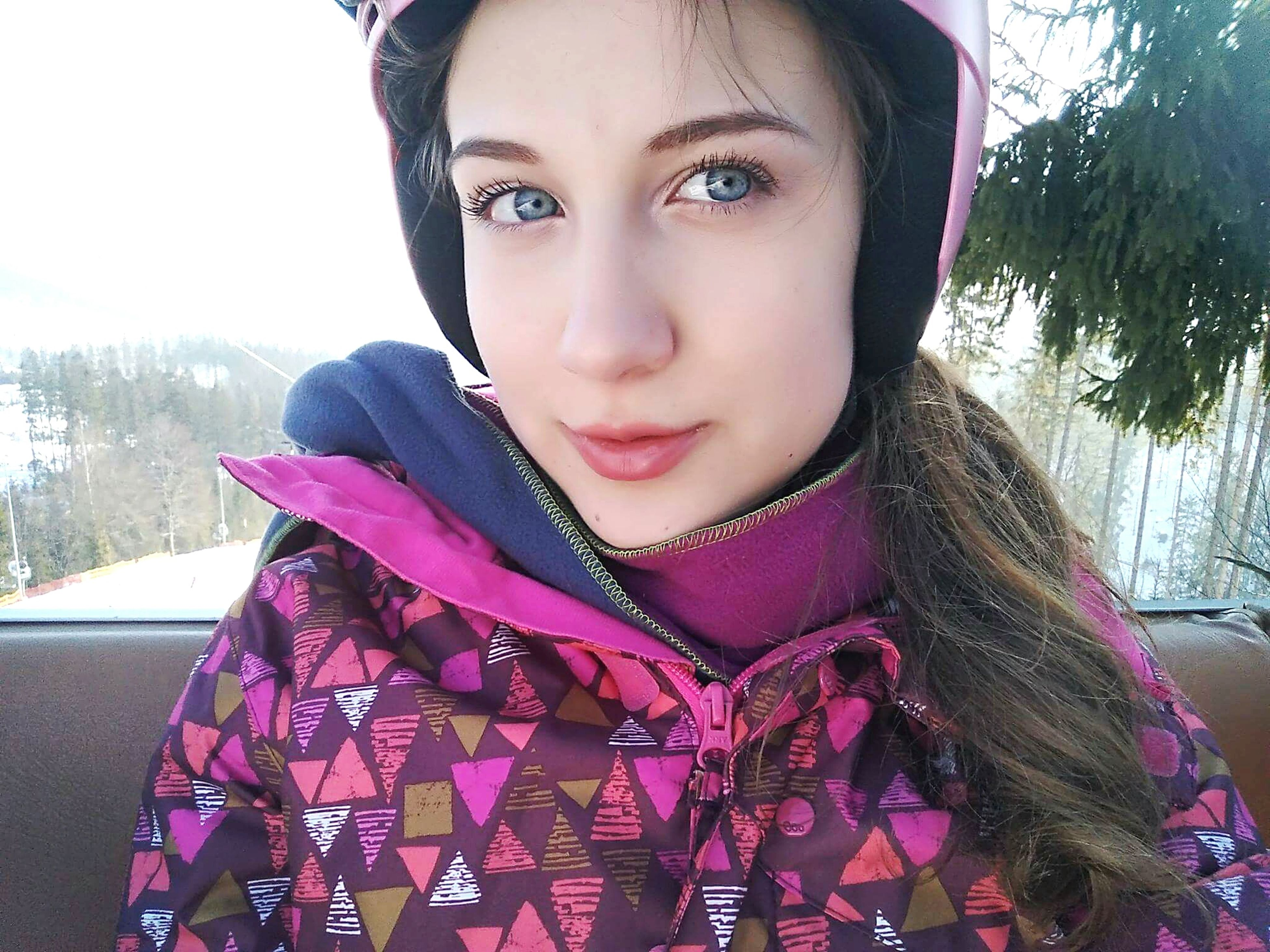 one person, young adult, headshot, real people, front view, lifestyles, winter, young women, warm clothing, portrait, beautiful woman, outdoors, one woman only, day, human body part, one young woman only, only women, close-up, adults only, people, adult