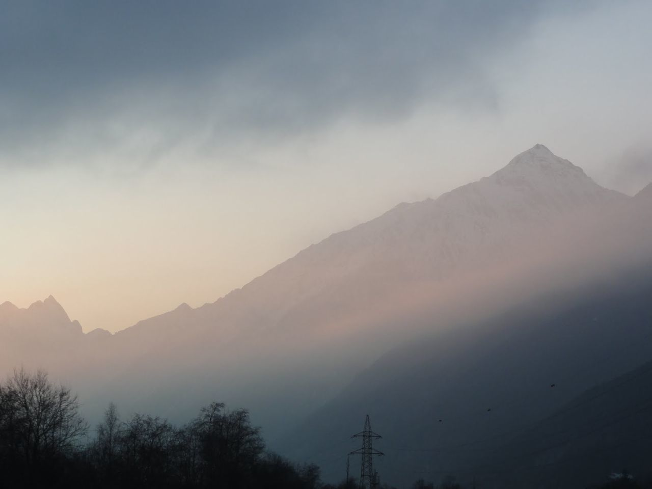 mountain, tranquility, nature, beauty in nature, tranquil scene, scenics, idyllic, fog, tree, mist, mountain range, outdoors, no people, sky, hazy, landscape, silhouette, day