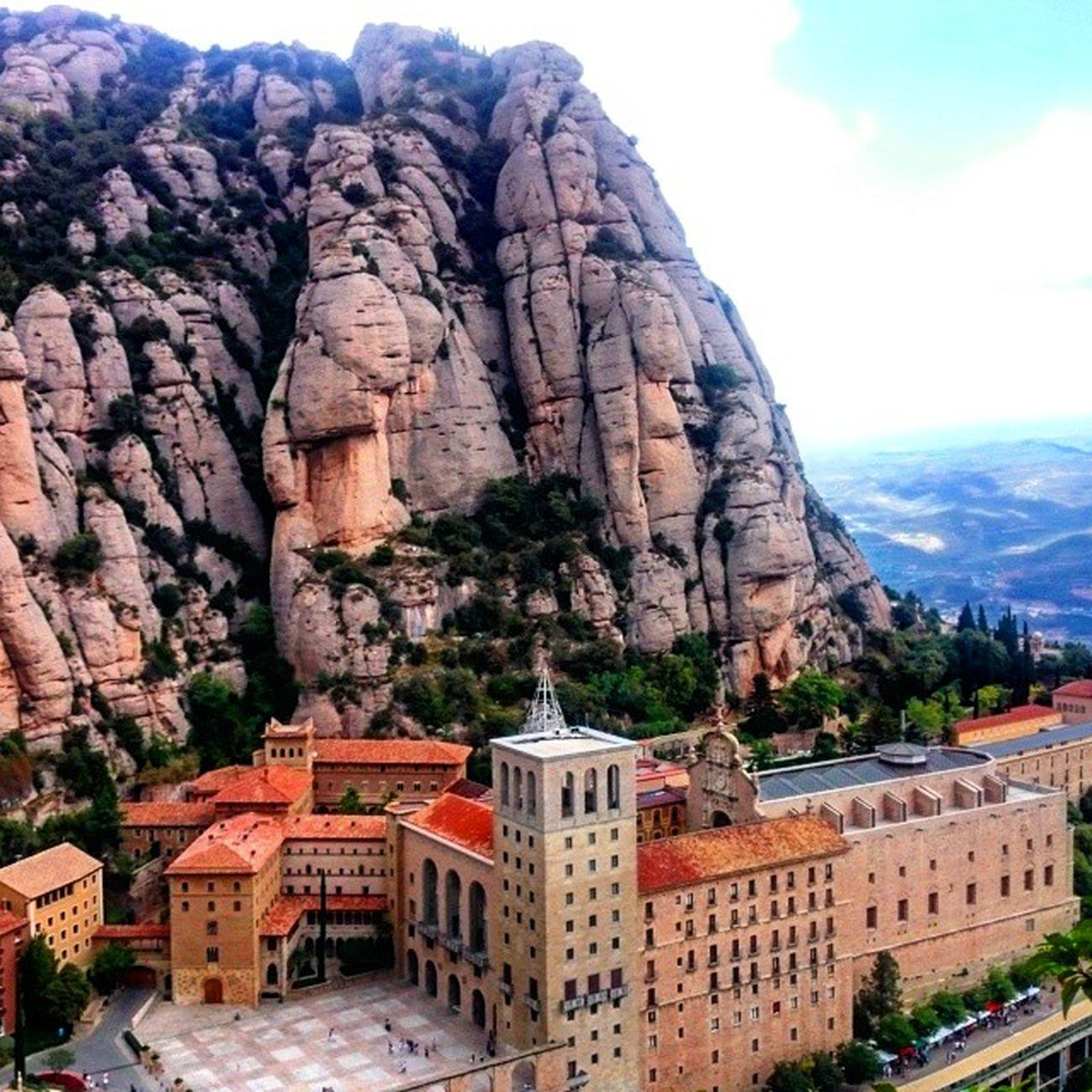 GettingHigh Travellingeveryday Romanticadventures 2ndDate Love Adventure Explore Conquer Travel Instagood Lovesundays Newadventureeveryday LovingLife Montserrat Catalonia Europe SPAIN Cool Awesome Catholic Historic Cathedral Religion Culture
