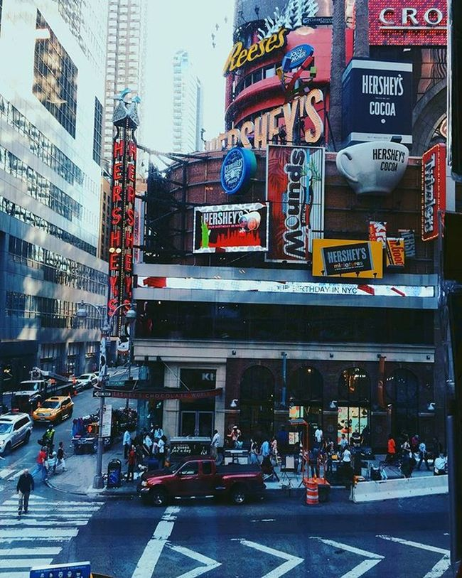 U S A ™ Throwback USA NY Goodtime Pic Timesquarenyc Colors Construction Citylights Street People Cab Hersheys