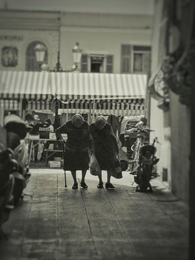Nice / Nizza Cours Saleya Twins Blackandwhite Noir Et Blanc EyeEm Best Edits EyeEm Best Shots EyeEmBestPics Streetphotography People Oldman