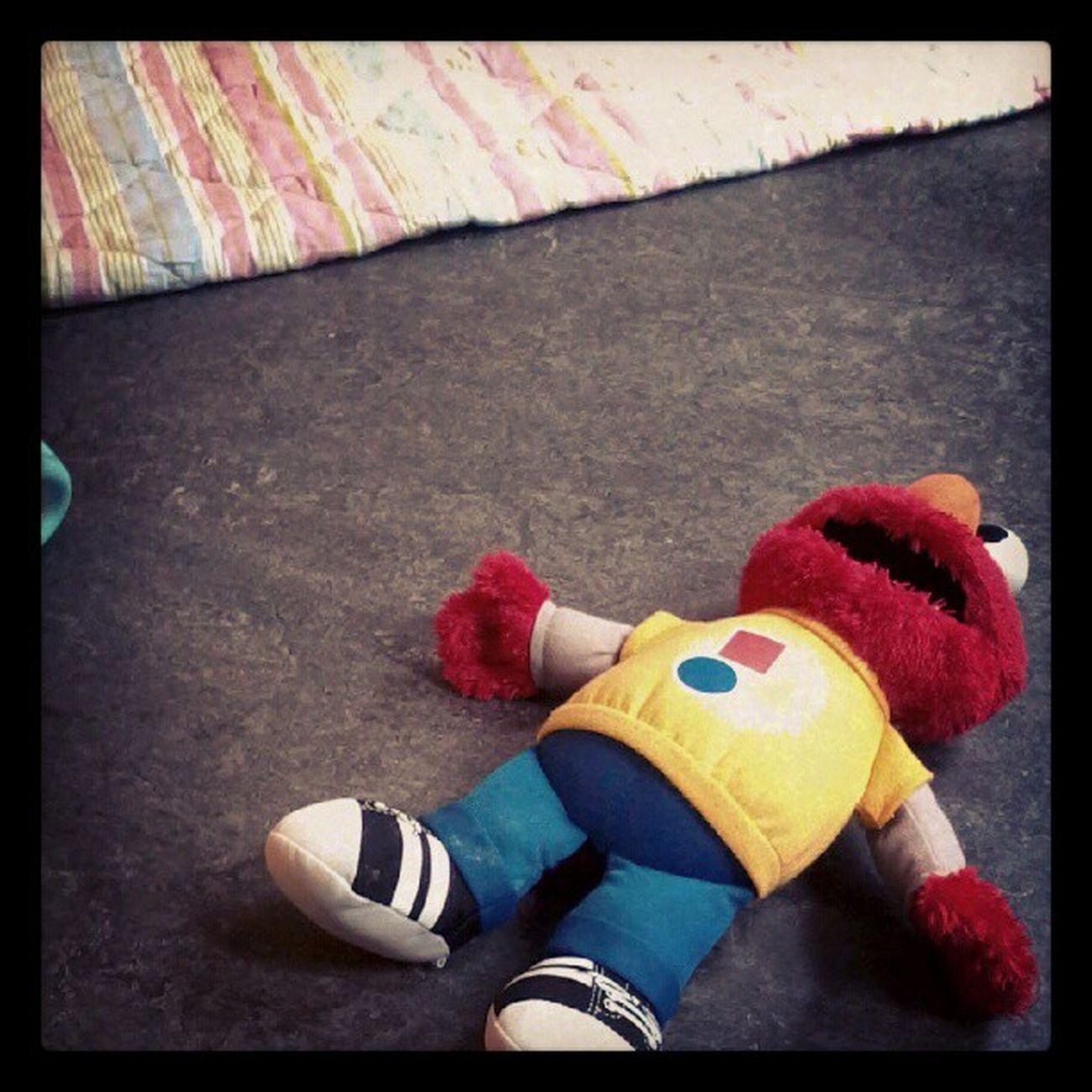 Elmo. Forladt og alene. For et kort øjeblik ihvertfald.