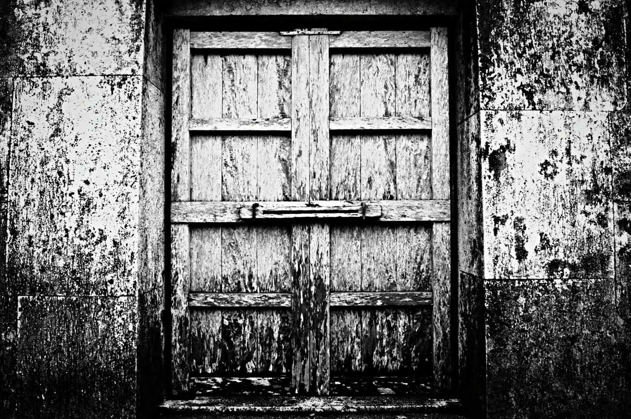 Creepy Door Doors Doorsworldwide Old Worn Out Weathered Wood - Material Shuri Castle Japan Blackandwhite Black And White Blackandwhite Photography Schwarzweiß Closed Porte Portes Tuer Monochrome Photography