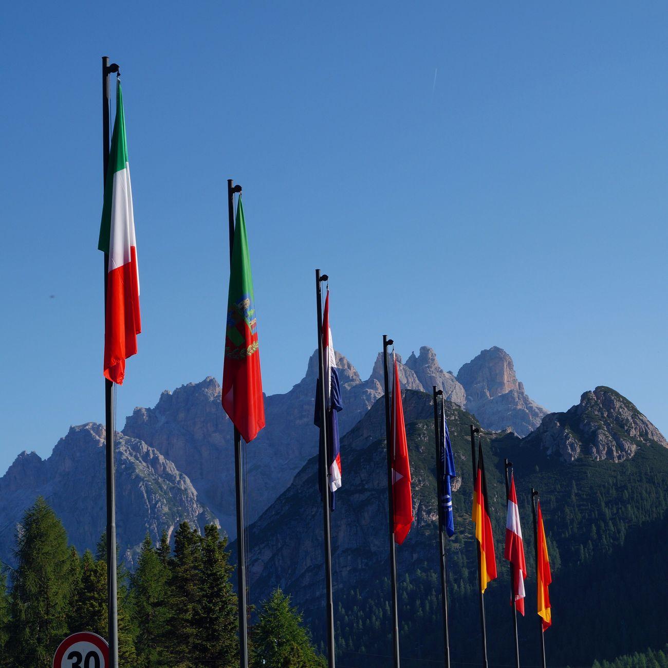 Tre Cime di Lavaredo, Italian Alps Trecimedilavaredo Trecime Italy Alps Italian Alps Summer Flag Dreizinnen Dreizinnenhütte
