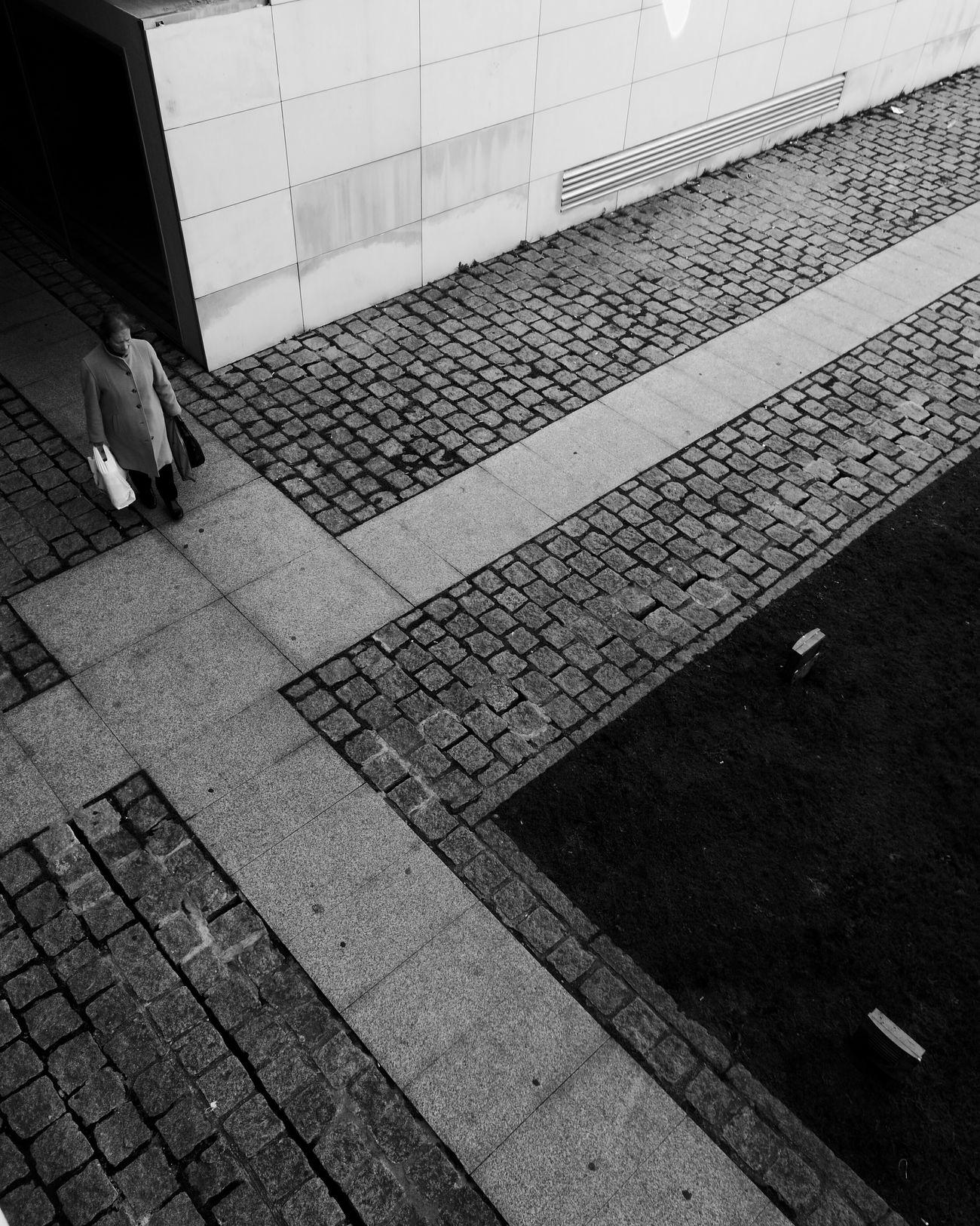 Streetphotography EyeEm Porto EyeEn Porto B&w Photography Thestreetphotographer Capture The Moment Blackandwhite Photography Street Photography Monochrome Blackandwhite B&w Street Photography HuaweiP9 Huaweiphotography Huawei Huawei P9 Leica