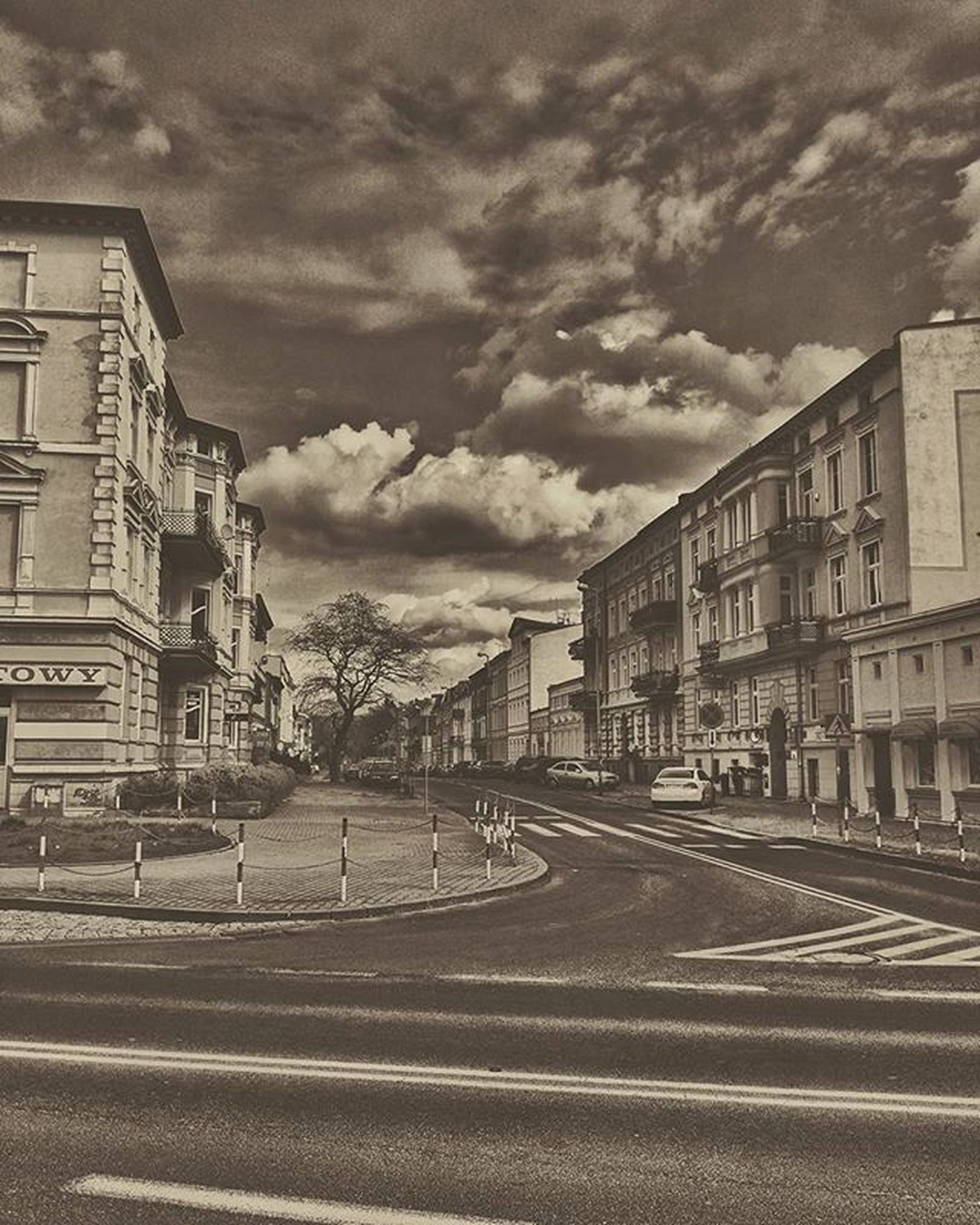 building exterior, architecture, built structure, sky, cloud - sky, cloudy, street, transportation, road, city, the way forward, cloud, residential structure, residential building, building, overcast, outdoors, day, weather, incidental people
