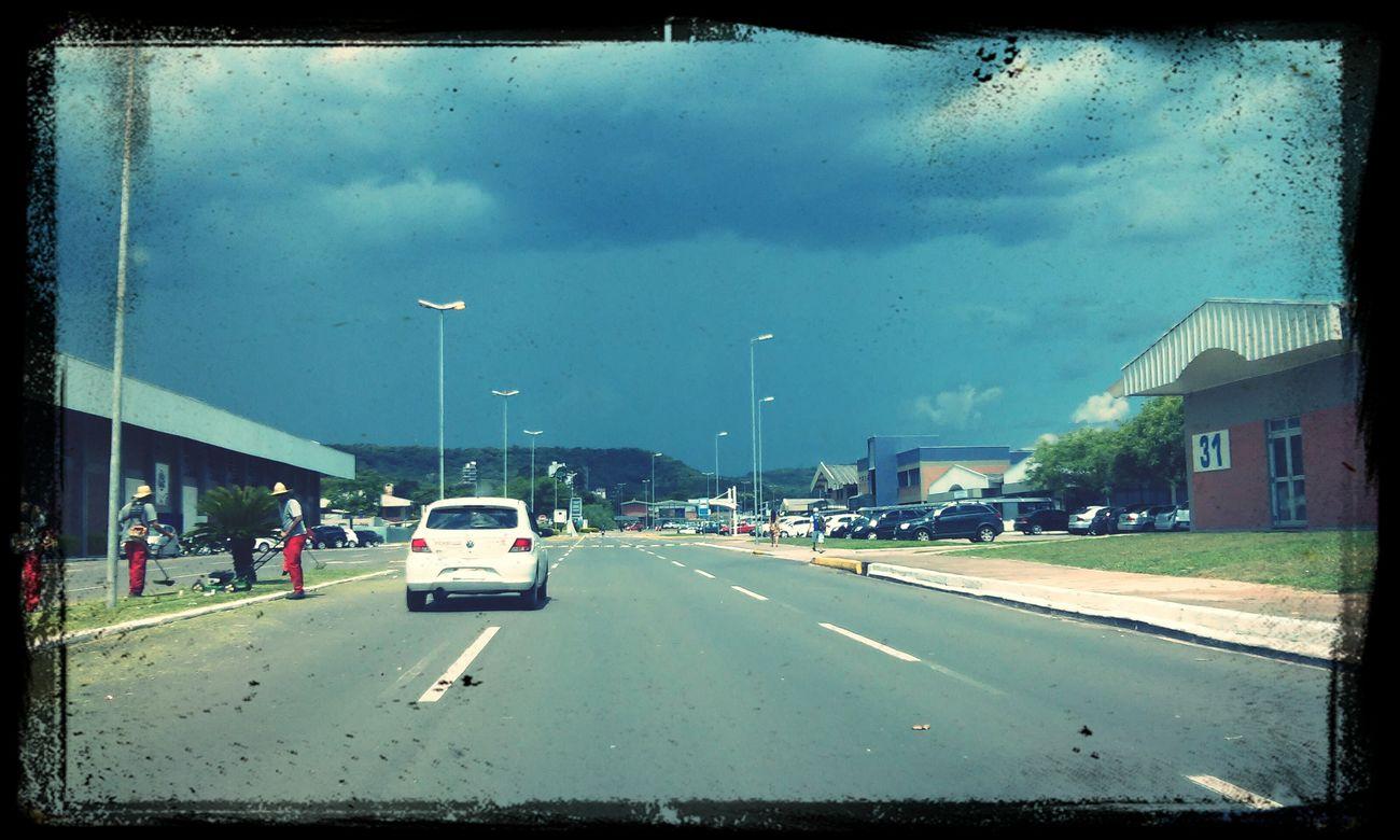 Segunda feira para amenizar a temperatura, acho que vem chuva. ?