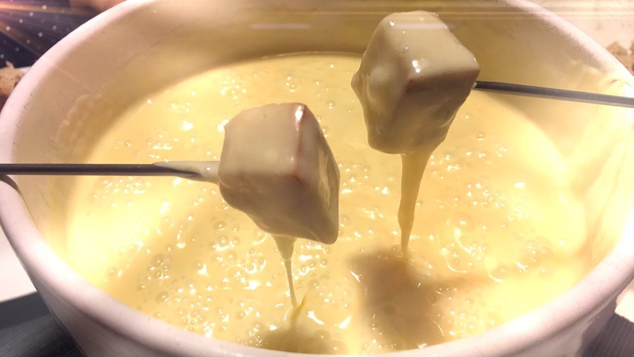 Gabel CheeseFondue Käsefondue Ready-to-eat Close-up Freshness Food No People Bowl Food And Drink Hot Cheese Heiß Käse Fondue