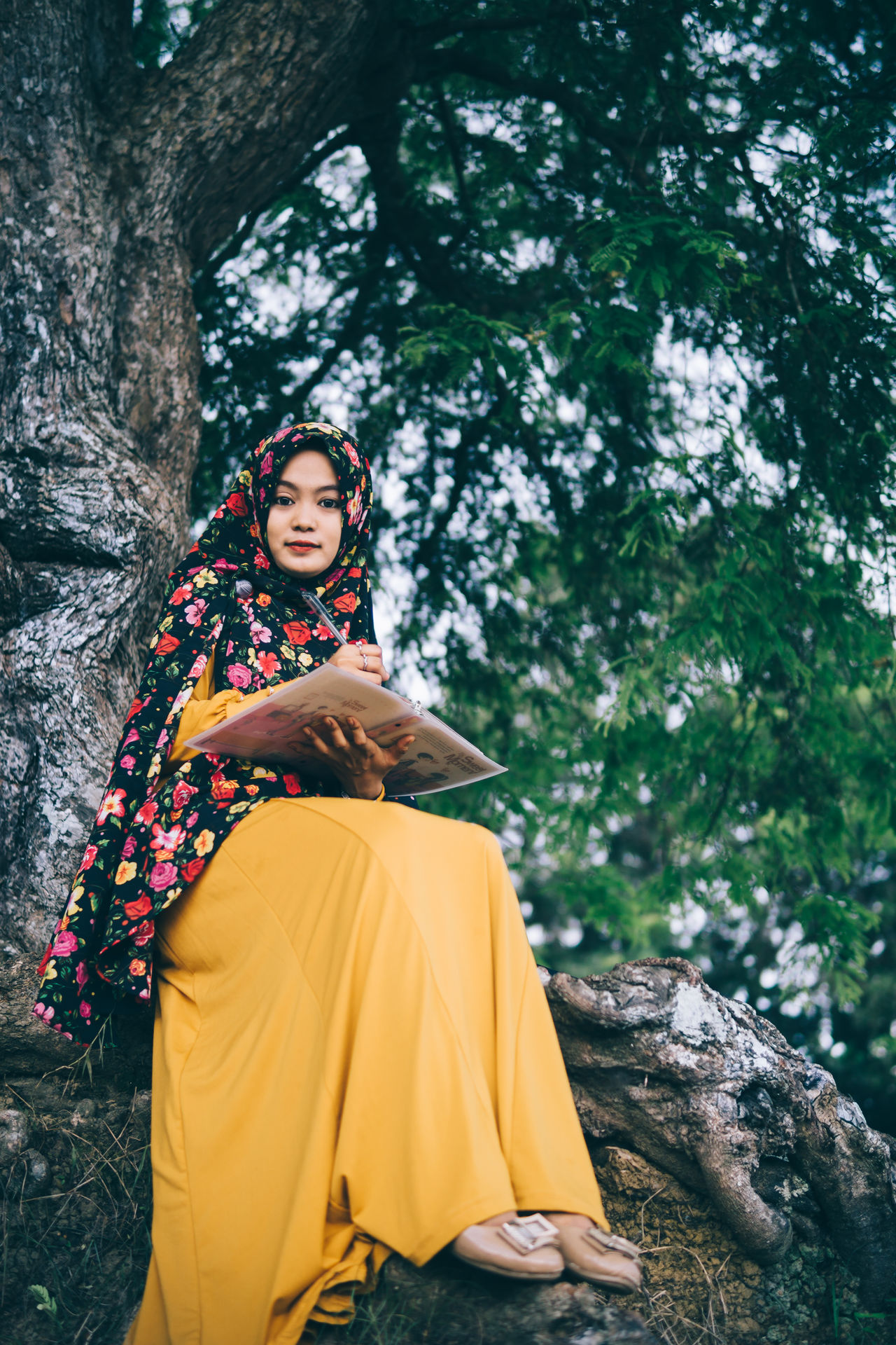 Young Women Looking At Camera Relaxation Tree Sitting Leisure Activity Young Adult Portrait Day Girl Woman Fashion Portrait Of A Woman Hijab People Smile Person