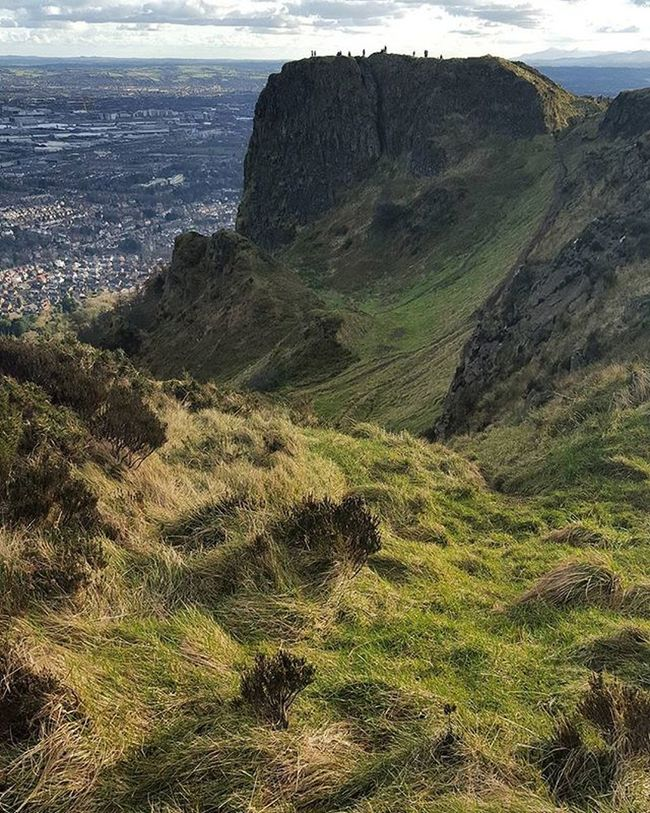 It was so funny to walk there. No not really 😥 Belfast Irland Visitni Visitbelfast Instabelfast Latergram Vscocam VSCO Vscoirland DiscoverNI Cavehill Pointofview View Onthetop Cavehill