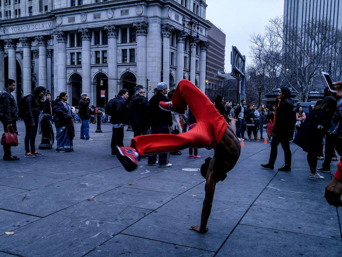 Street performer Manhattan Performance Great Performance Dancer Dancers Check This Out Urban Urban Landscape Urbanexploration Urbanphotography Exploring Exploring New Ground Newyorkcity Newyork New York City New York