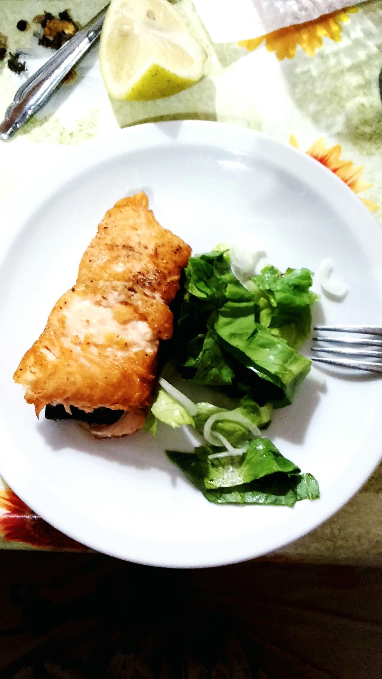 Cenar Acenar Pescado Salmon Grill SalmonLove Ensalada Lechuga Argentina Photography Argentina 👑🎉🎊👌😚😍 Buenosaires