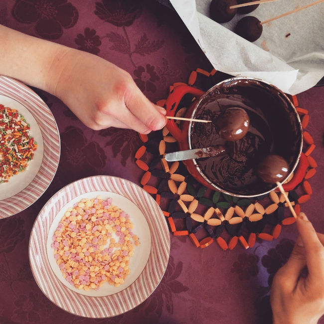 Making chocolate cakepops with sprinkles top view Above Cake Cakepop Cakepops Chocolate Cuisine Dessert Directly Above Food Food And Drink Human Hand Indoors  Melted Overhead View Plate Popcake Preparation  Preparing Sprinkles Sugar Sweet Table Top Perspective Top View Variation