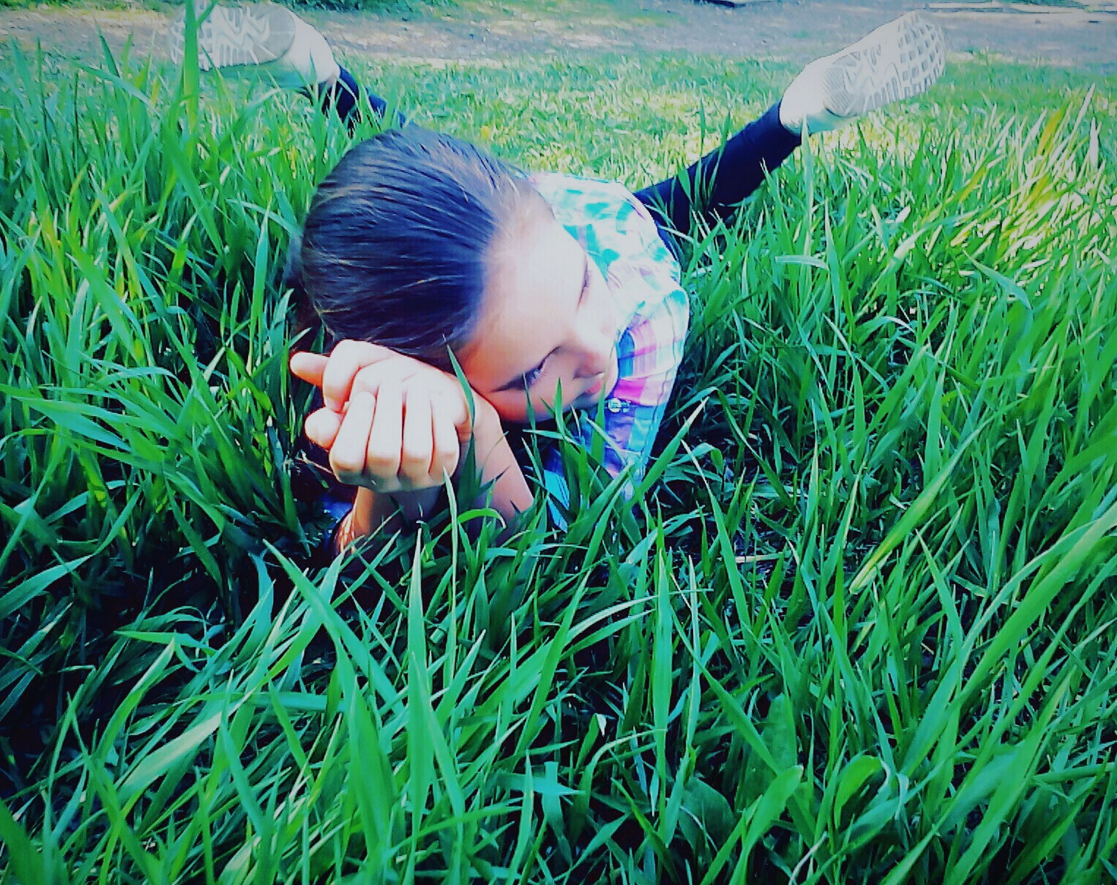 grass, field, childhood, lifestyles, grassy, leisure activity, elementary age, high angle view, innocence, person, girls, green color, casual clothing, full length, day, outdoors, growth, nature
