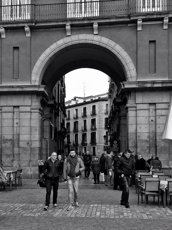 streetphoto_bw at Plaza Mayor by luison