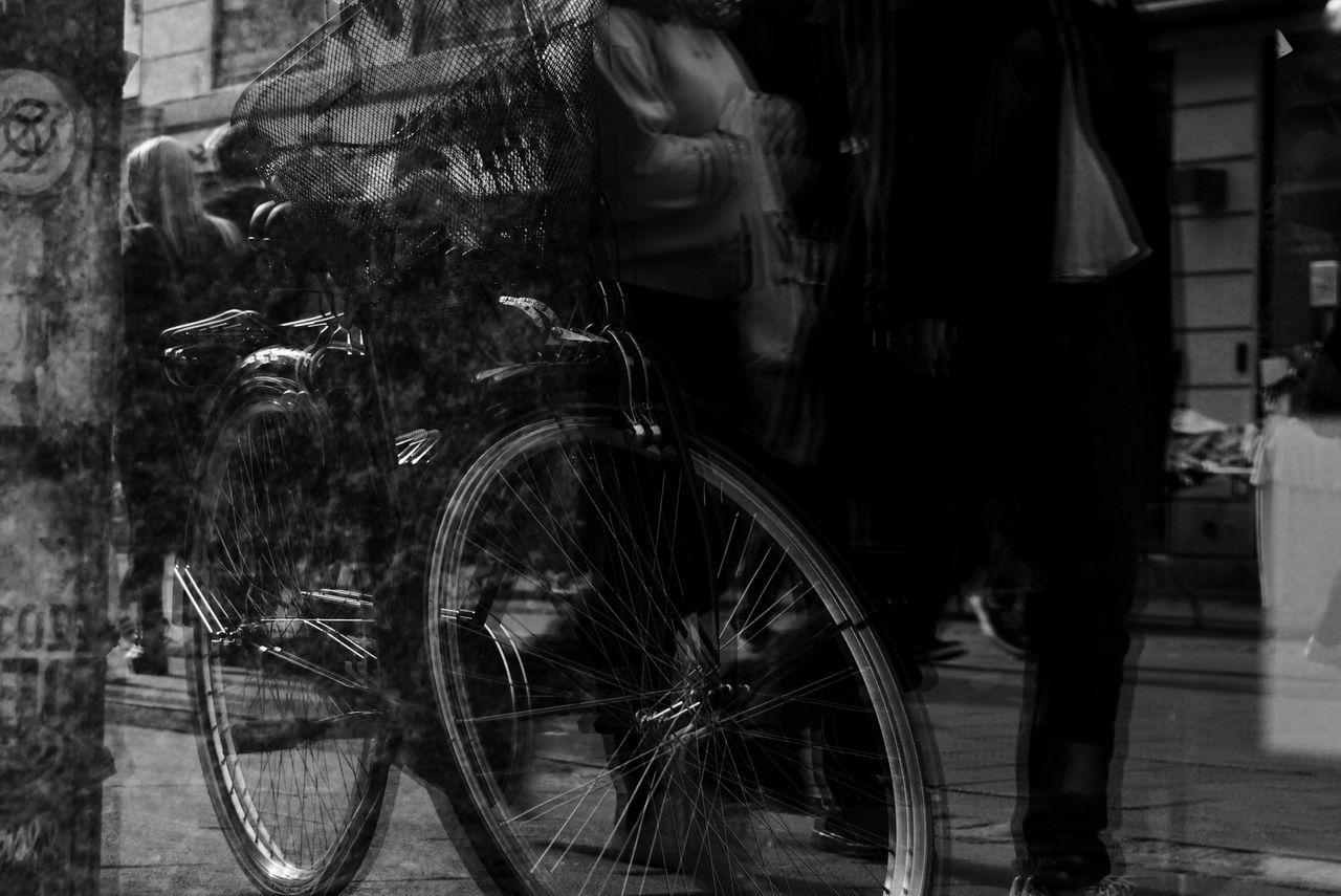 Streetphotography Street Photography Monochrome Monochrome Photography Bicycle Mirror Spiegelung Reflection Reflections Blackandwhite
