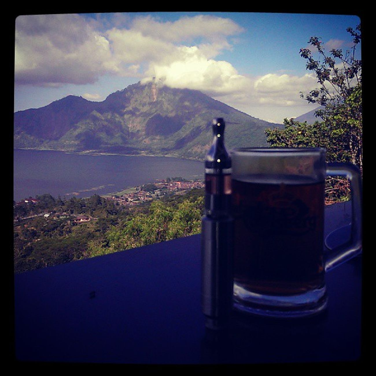 Blissful stop at Kintamani.. Enjoying the view with a glass of tea... And vaping of course.. :)
