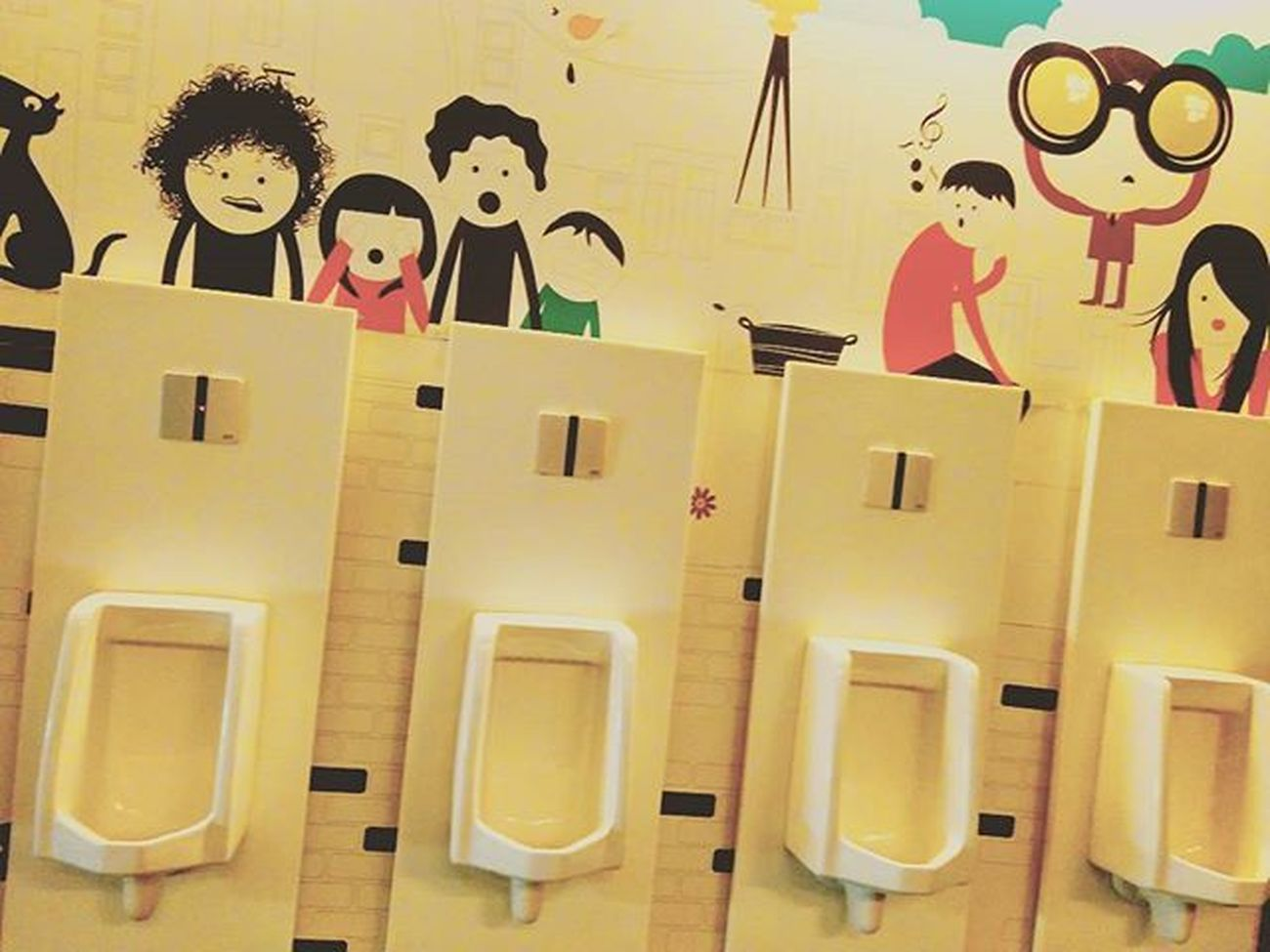 Gotta Love the graffiti on the wall. Epicuria Nehruplace Toilet Washroom Loo Urinal DelhiGram Sodelhi