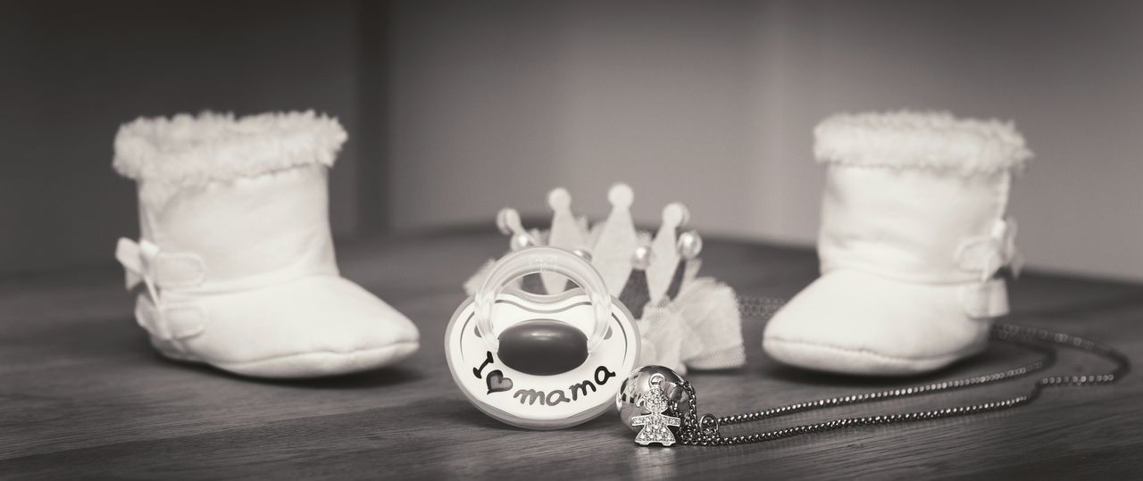 Waiting baby Baby Baby ❤ NewBorn Photography Newborn ILove Sweet Wood Table Babyshoes  Pacifer Blavk And White Baby Love  Baby Photography Girl Babygirl Babygirl ♥ Waiting Baby Waiting EyeEm Best Shots Babyclothes Babylove Babyshower BabyGirls❤️ Baby Clothing Baby Love  Baby Shower