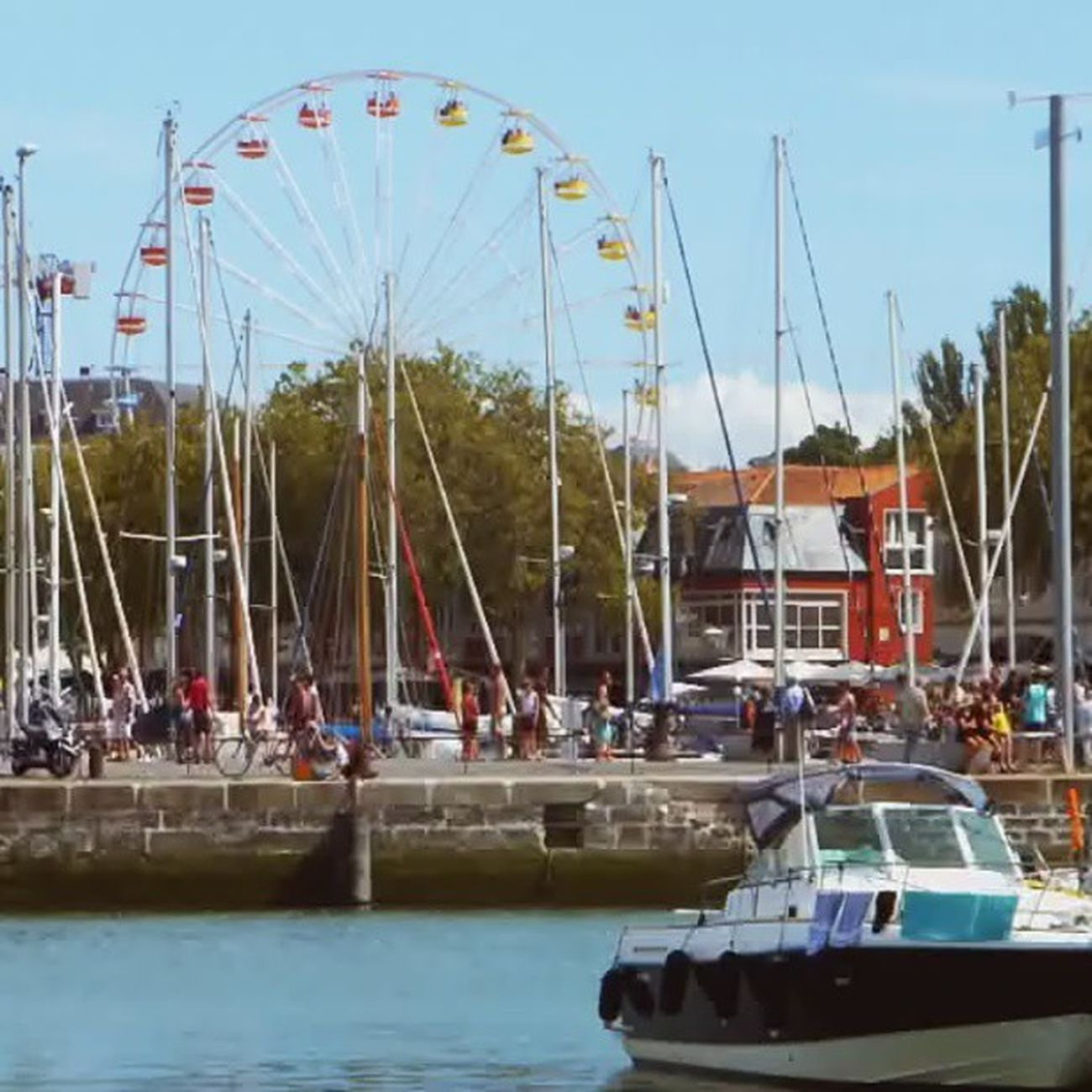 La grande roue #larochelle #poitoucharentes Myfirstvideo Videogramoftheday Larochelle Insta_pick_video Videoclip Gi_video Videoinstagram Hubvideo Instagramvideo Global_views_videoshot Videogram Igvideo Instavideo Poitoucharentes Igersfrancevideo Worldvideos Insta_globalvideo Tribegram_video Perfectvideo Videooftheday