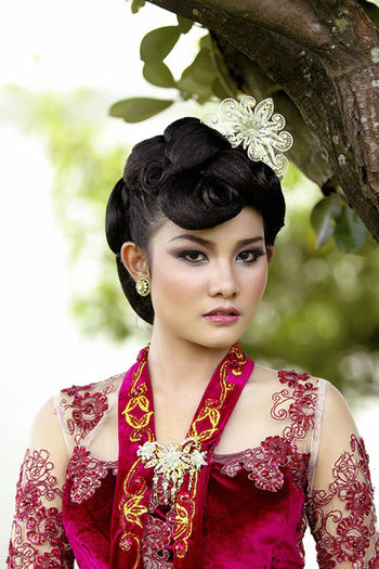 Javanese Adult Adults Only Beautiful Woman Beauty Close-up Day Fashion Focus On Foreground Front View Headshot Laurel Wreath Lifestyles Looking At Camera Mid Adult One Person One Woman Only One Young Woman Only Only Women Outdoors People Portrait Real People Wearing Flowers Young Adult Young Women