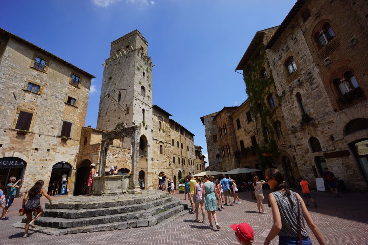 Piazza della Cisterna Ancient Architecture Building Exterior Etruscan Civilization Fountain Historic Centre Manhatten Skyline Medival City Outdoors San Gimignano Torre Toscana ıtaly Travel Destinations Vacations