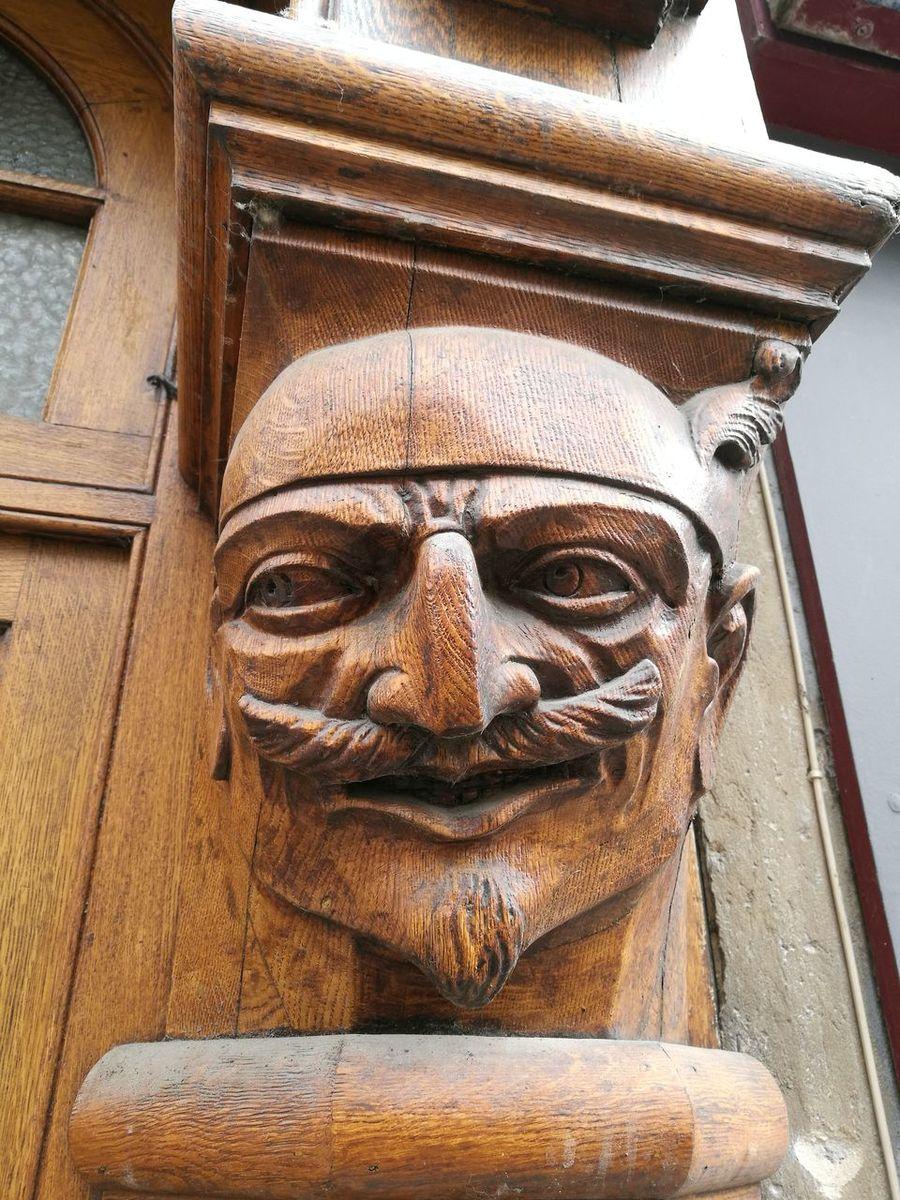 EyeEm Selects Bois Sculpture Masque Tete Wood Masks Sculptures Sculpture In The City Rue Devanture