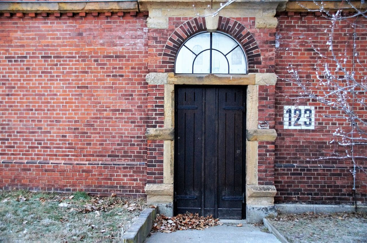 brick wall, brick, architecture, built structure, building exterior, window, no people, day, outdoors