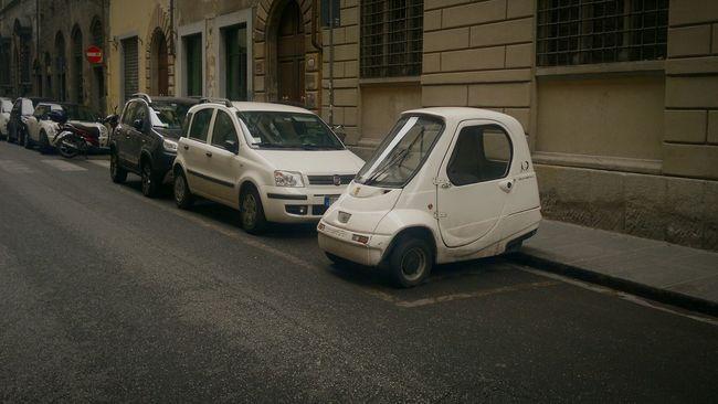 Oldcars Smallcar Car CarShow Cars Rome Italy Europe Trip Picolo Viewofthecity Viewfromthestreet Italia Italy Centre Of Rome Viewstreet Arteurope Italy Photos Italian Europe Italy❤️